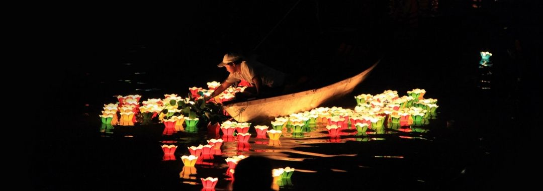 Hoi An, Lanterns on the river