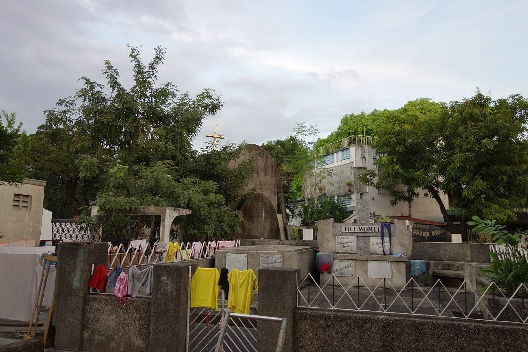 Laundry day in Manila North Cemetery
