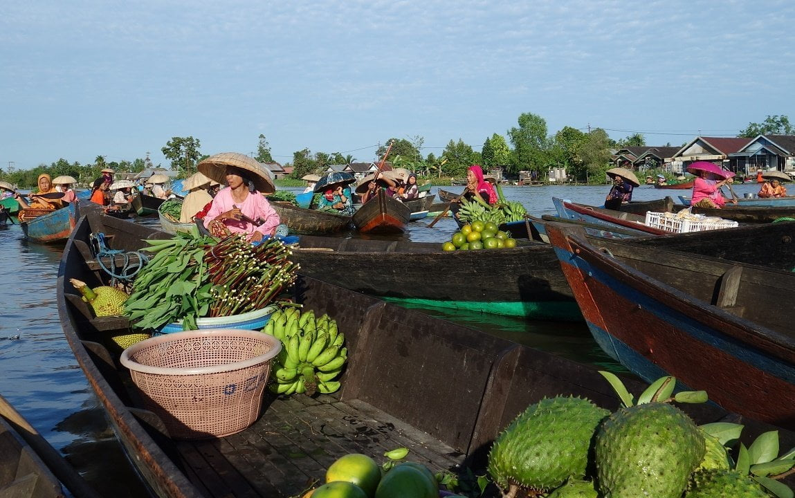 Banjarmasin floating market, kalimantan, indonesia